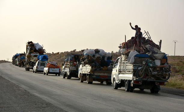 Tuhannet ihmiset ovat paenneet Raqqasta viime aikoina. Kuva on toukokuun puolivälistä.