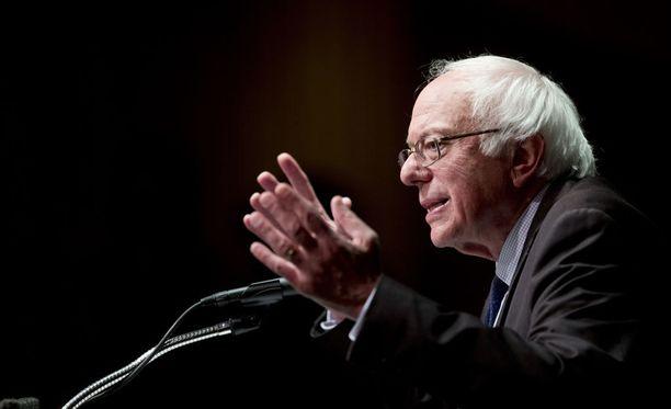 Tukensa Clintonille antava Sanders haluaa varmistaa, että hänen ajamiaan muutoksia otetaan huomioon Clintonin vaaliohjelmassa.