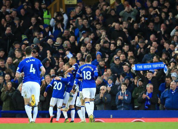 Everton kaatoi Chelsean kotiyleisönsä edessä.