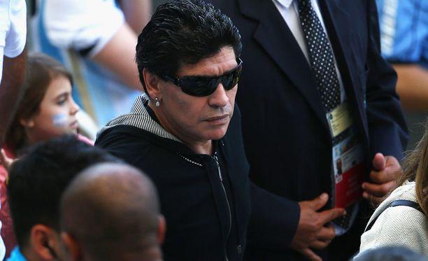 Diego Maradona asettui Luis Suárezin tueksi.