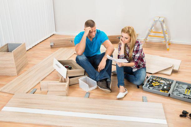 Jukka ja hänen vaimonsa joutuivat ottamaan remonttikulujen kattamiseen useita kulutusluottoja. Kuvituskuva.
