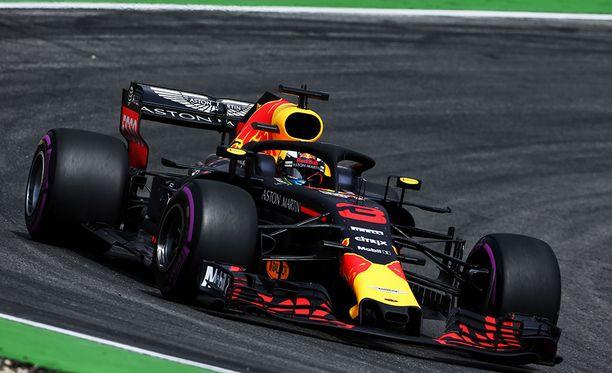 Daniel Ricciardon Red Bull toimi mainiosti Unkarin GP:n ensimmäisissä vapaissa harjoituksissa.