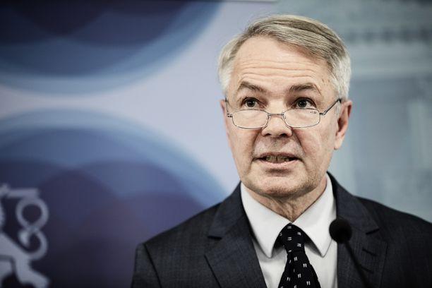 Pekka Haavisto saa pyyhkeitä Suomen kansalta.