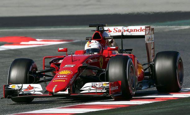 Uudet osat siivittävät Sebastian Vettelin menoa F1-testeissä.