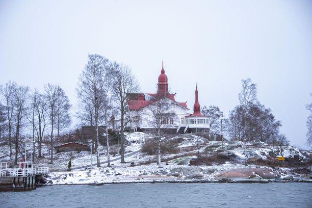 Ravintola Saaristo sijaitsee arvokkaassa yli 120 vuotta vanhassa jugend-huvilassa.
