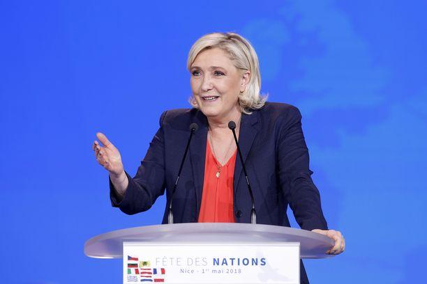 Kansallisen liittouman johtaja Marine Le Pen ei voi käsittää, että hänet on määrätty ammattilaisten arvioitavaksi. Arkistokuva.