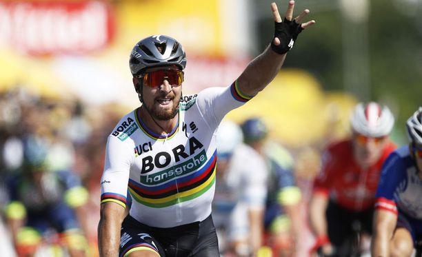 Peter Sagan juhli toisen etapin voittoaan.