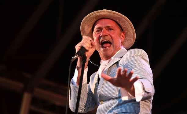 53-vuotiaana menehtynyt Gord Downie muistetaan parhaiten The Tragically Hip -yhtyeestä.