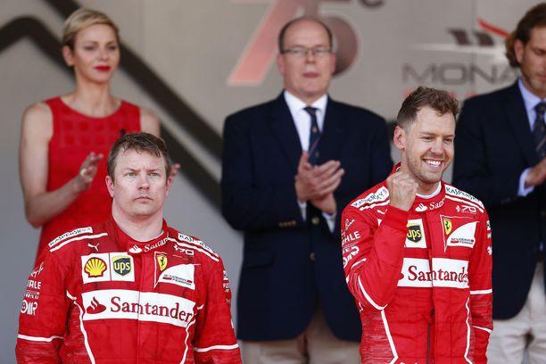 Toiseksi sijoittuneen Kimi Räikkösen ja ykkösenä ruutulipulle ajaneen Sebastian Vettelin ilmeet olivat viime vuonna kuin yö ja päivä.