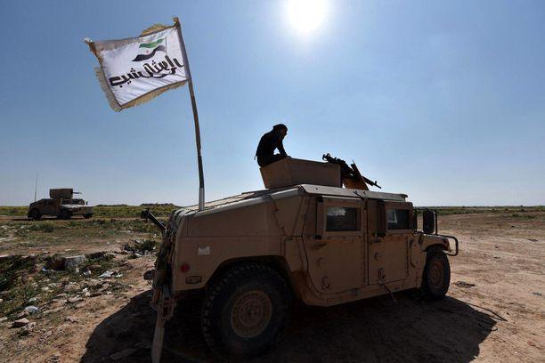 Yhdysvaltojen tukemien Syrian Democratic Forces fighters (SDF) -joukkojen jäsen on asemissa lähellä Baghouzin kaupunkia.