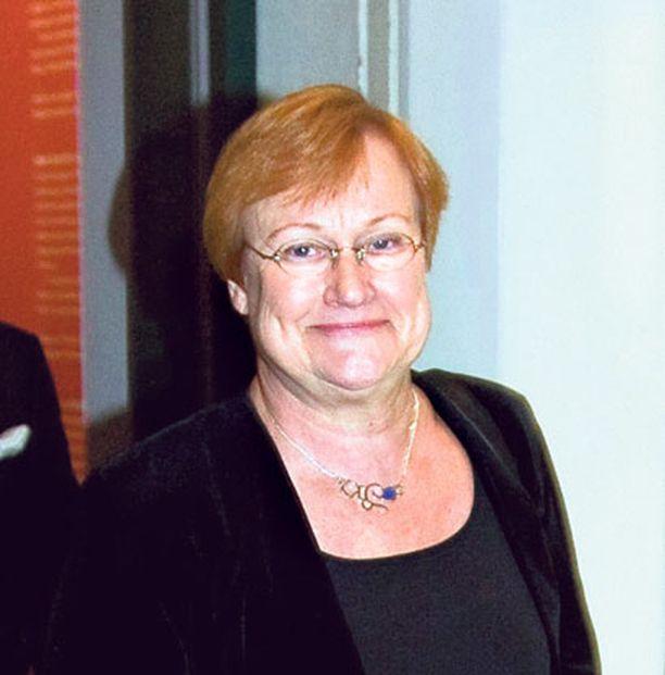 Nato-optio ei kelpaa kuin siirtymäkaudeksi. Presidentti Tarja Halonen joutunee osaltaan vielä ratkaisemaan, otetaanko Nato-optio vai ei.