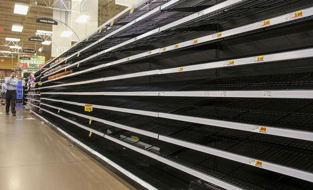 Myös leivät ovat loppuneet kaupan hyllyiltä, kun teksasilaiset ovat varautuneet hengenvaaralliseen Harvey-hurrikaaniin.