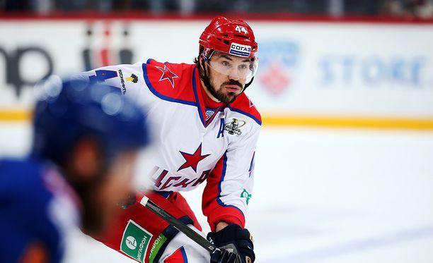 Lähes kaksimetrinen Jevgeni Artjuhin pelaa tällä kaudella Moskovan Dynamossa.