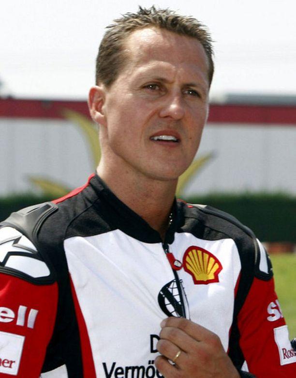 Michael Schumacher hyppää Ferrarin rattiin Felipe Massan tilalle.