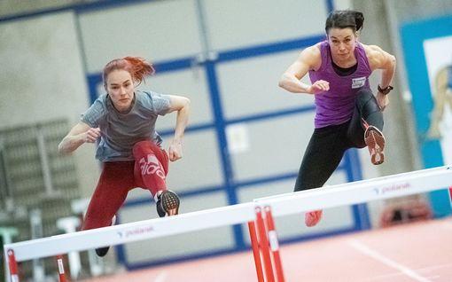 """Huippunaiset löivät hynttyyt yhteen – Viivi Avikainen ja Anni Siirtola tavoittelevat kärkeä yhteistyöllä: """"Koko ajan kilpailutilanne päällä"""""""