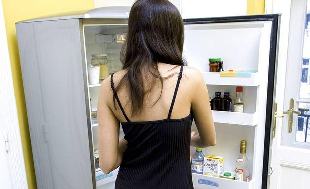 Metelöivä jääkaappi on aiheuttanut Lauralle niin suurta haittaa, että hän joutui ottamaan sen pois käytöstä. Kuvituskuva.