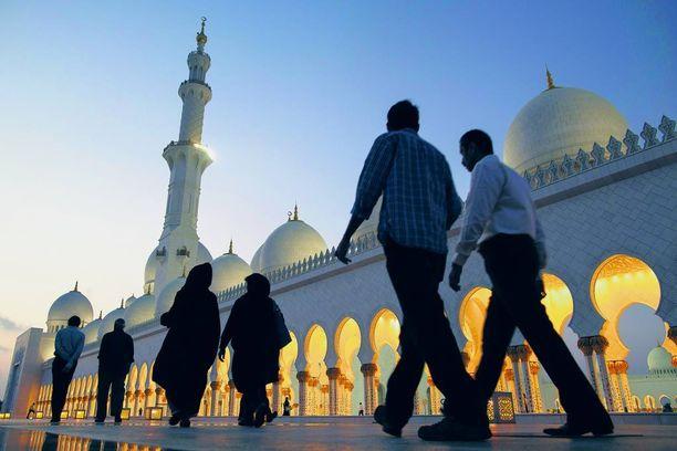 Suomen muslimiyhteisö vuokraa tällä hetkellä tiloja. Imaamin mukaan tarvetta olisi useammalle rakennukselle. Kuvassa Arabiemiraattien Abu Dhabissa sijaitseva suurmoskeija.