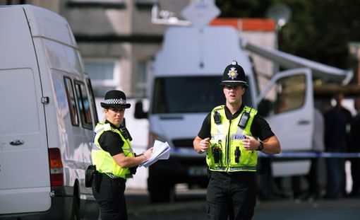 Poliisit tekivät kotietsintää Lontoon pommi-iskuun liittyen.
