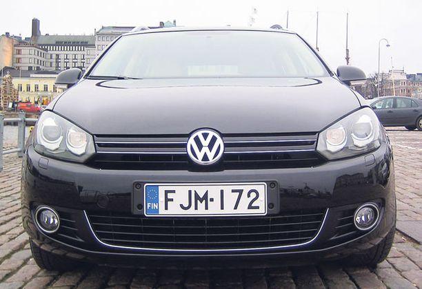 YHÄ YKKÖNEN VW Golf pitää tiukasti voittajan manttelista kiinni.