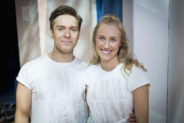 Mamma Mia -musikaalin keskiössä on Donnan Sofia-tyttären (Petra Pääkkönen) ja Kain (Jukka Nylund) häät.