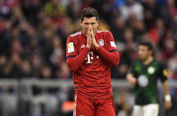 Robert Lewandowski iski kaksi maalia Wolfsburgin verkkoon.