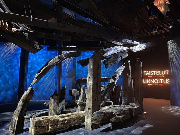 Kohtalona Ruotsinsalmi -näyttelyssä on esillä osia taistossa uponneiden laivojen hylyistä.
