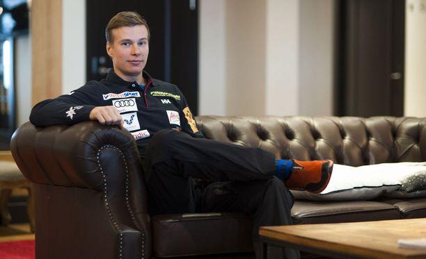 Matti Heikkinen on vuoden 2011 MM-kultamitalisti, mutta vasta nyt hän on ominaisuuksiensa puolesta absoluuttinen huippu. - Kovaa hiihdettiin silloinkin, mutta aina urheilu menee eteenpäin. Itsellä kesti muutokseen reagoiminen. Meni pari vuotta liian kauan ennen kuin tajusin, että pitää lopettaa mussuttaminen ja ryhtyä töihin, Heikkinen sanoo.