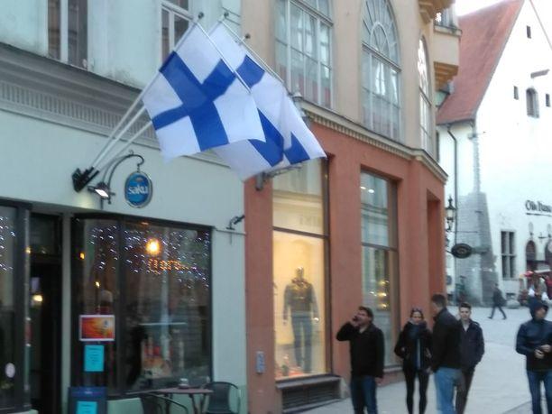 Virukadun liehuu Suomen lippuja, mutta suomalaismatkailijoita käy vähemmän kuin ennen.