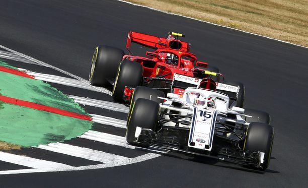 Charles Leclercin potentiaali on mitä ilmeisimmin painanut enemmän kuin Kimi Räikkösen kokemus Ferrari-johdon vaakakupissa.