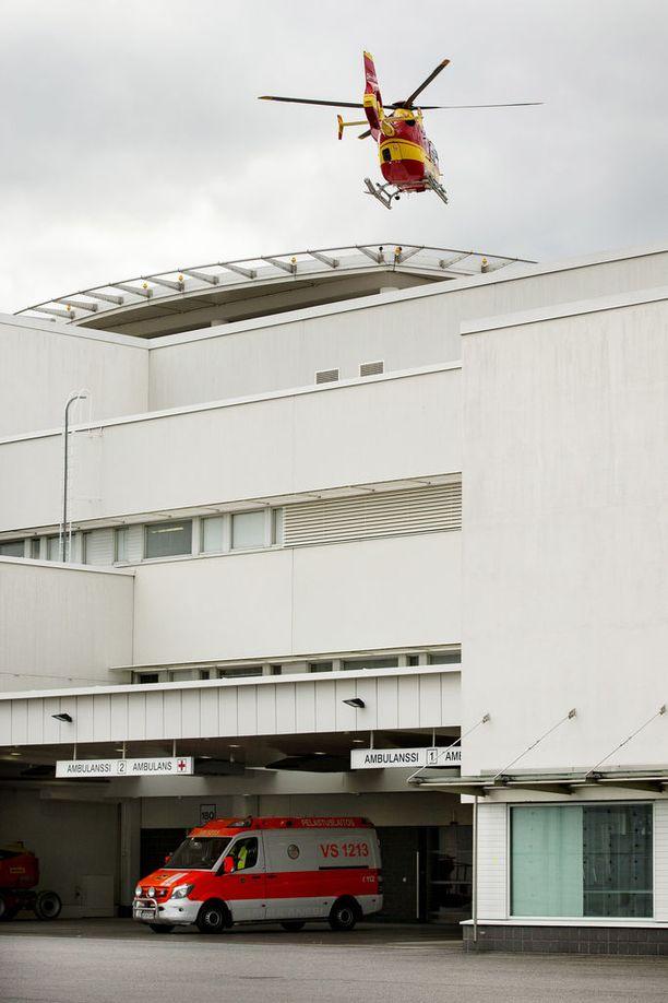Hengenvaarallisesti haavoittunut nainen lennätettiin hoitoon Turun yliopistolliseen keskussairaalaan.