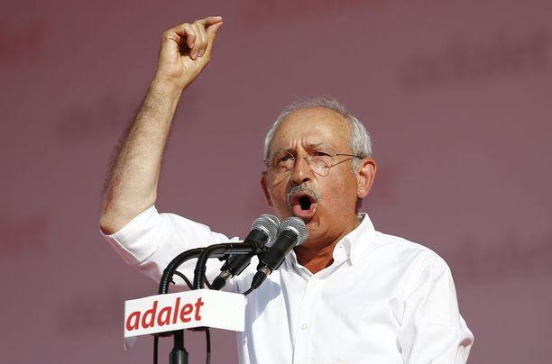 Oppositiojohtaja Kemal Kılıçdaroğlu puhui sadoilletuhansille tukijoilleen 25 päivän kävelyn jälkeen.