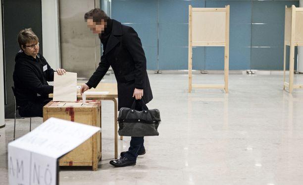 Jos nuoret äänestäjät haluavat samanlaisen erityishuomion kohteeksi kuin eläkeläiset, heidän täytyy alkaa käydä uurnilla vaaleista toiseen yli 80-prosenttisesti.