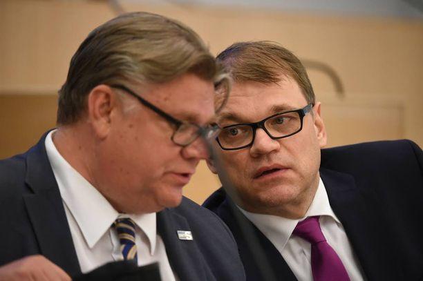 Juha Sipilä antoi tukensa Soinin Britannian-matkalle.