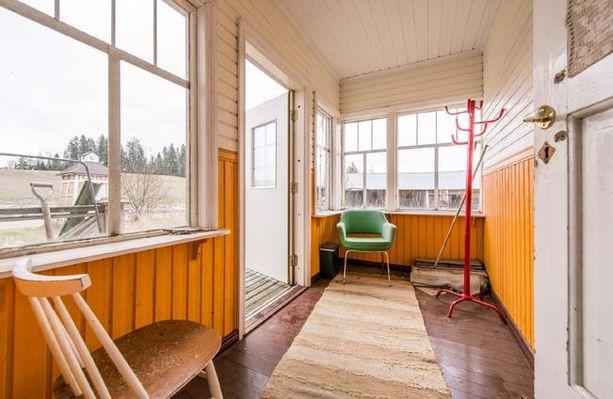 Remontoitava kohde sijaitsee maalaismaisemissa omissa oloissaan Sipoon Paippisissa.