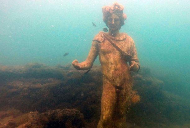 Osa Baiaesta jäi veden alle samaan aikaan, kun Pompejikin tuhoutui tulivuoren purkauksessa.