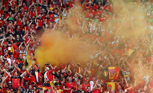 Belgian kannattajien katsomossa sytytettiin Irlanti-ottelussa savuja ja soihtuja.