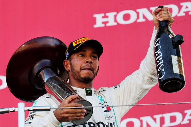 Lewis Hamilton varmisti käytännössä uransa viidennen maailmanmestaruuden Japanissa.