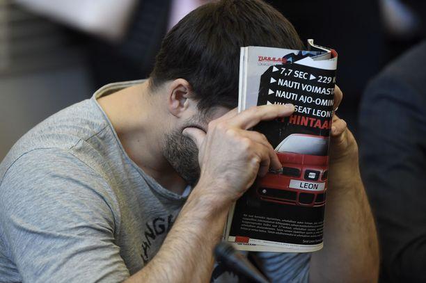 Käräjäoikeus päätti jatkaa venäläismiehen vangitsemista. Kuva käräjäoikeuden istunnosta syyskuulta.