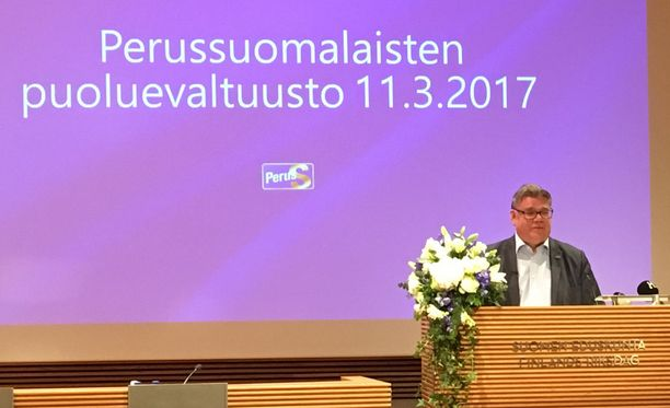 Timo Soini puhui kauniisti puolueväelleen lauantaina.