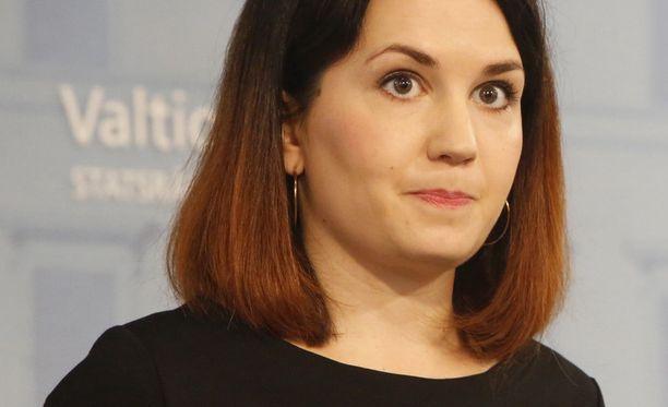 Ympäristöministeri Sanni Grahn-Laasonen (kok) esittää jätevesiasetukselle uutta siirtymäaikaa.
