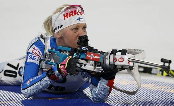Kaisa Mäkäräinen kilpaili perjantaina Oslossa. Sihti oli hukassa ammuntapenkalla.