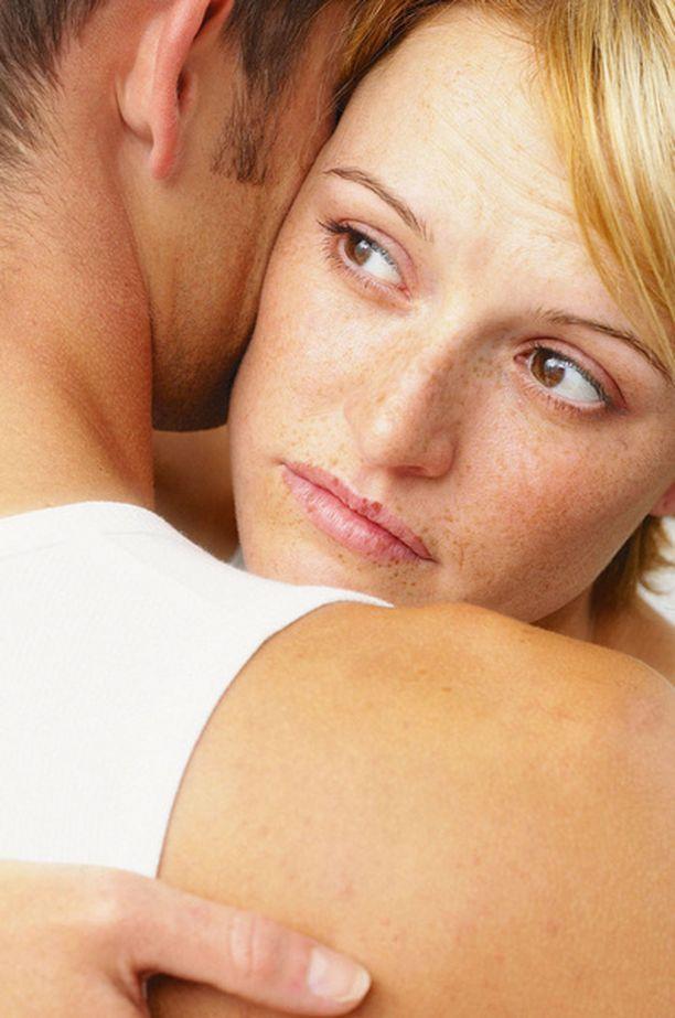 Naiset pitävät usein itseään syypäänä miehen erektio-ongelmaan.