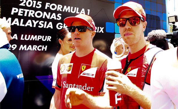 Italian johtava urheilulehti La Gazzetta dello Sport arvioi Sebastian Vettelin (oik.) suorituksen täyden kympin arvoiseksi. Tallikaveri Kimi Räikkönen sai seiskan.