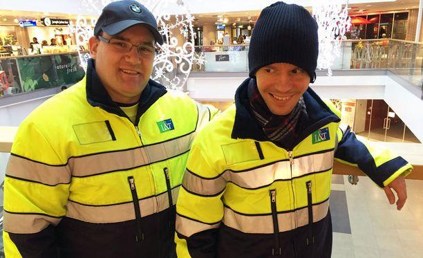 Jani Suuntala (vasemmalla) ja Joni Väänänen tutustuivat kiinteistötekniikka-alan töihin.