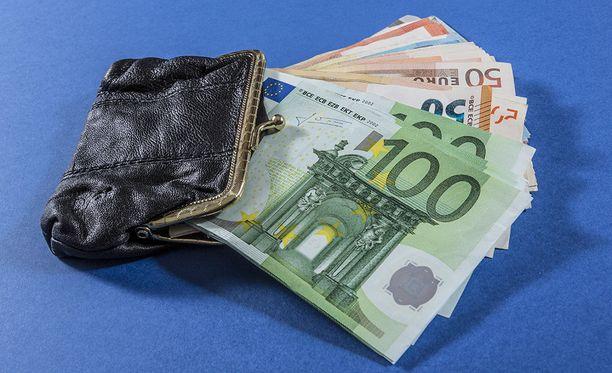 Uutissuomalainen kertoo, että Suomen valtiontakaukset ja -takuut kasvoivat viime vuonna 52,1 miljardiin euroon.