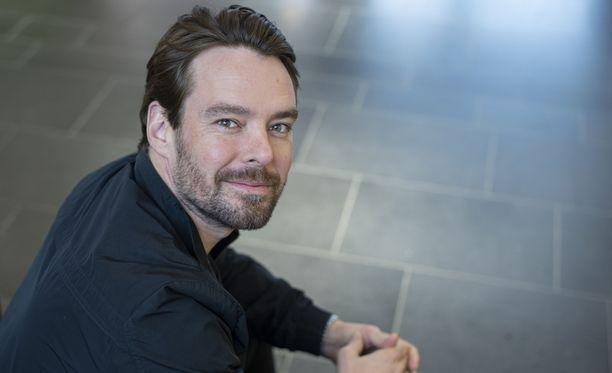 Mikko Leppilampi on totuttu näkemään viime vuosina viiksekkäänä ja parrakkaana.