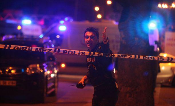 Turkkilaispoliitikot kuvaavat räjähdystä terrori-iskuksi.