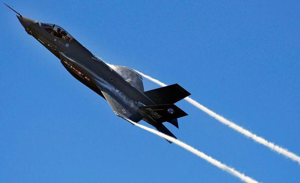 Mikäli Hornetit korvattaisiin F-35-hävittäjillä (kuvassa), niiden hankinta maksaisi arvion mukaan 10-20 miljardia.