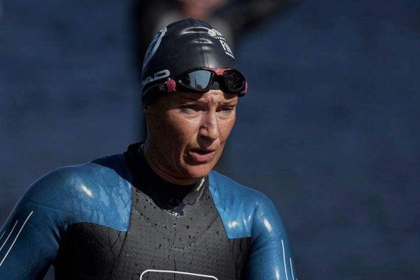 Swimrunin ideana on juosta parin kanssa vaihtelevia matkoja maastossa ja uida avovedessä. Tanja löysi swimrunin harrastettuaan ensin triathlonia.