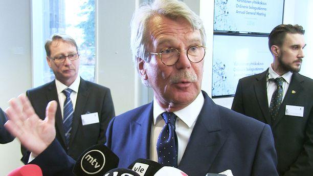 """Björn """"Nalle"""" Wahlroosin puhetyyli on hyvin samanlainen kuin Lavikaisen uuden sketsihahmon."""